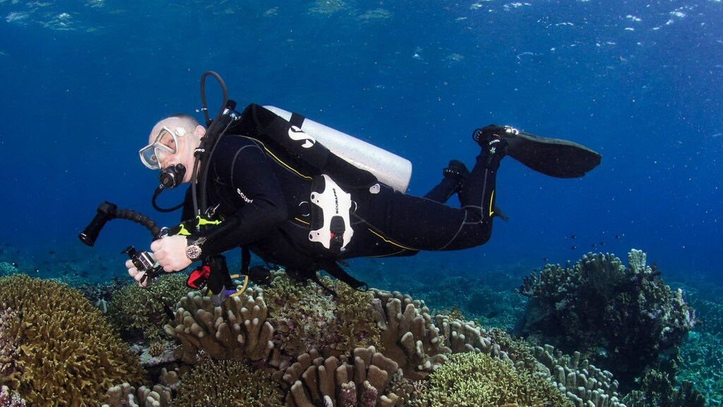 Arjan Gunnink onder water.