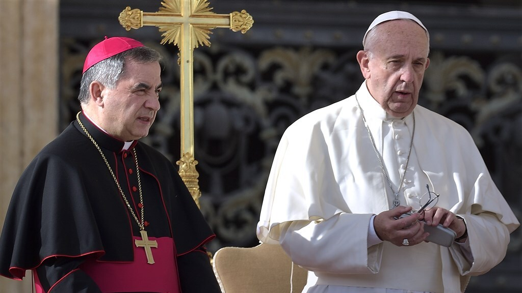Wat de Paus er zelf van vindt is niet bekend, maar zijn Vaticaan ziet de homowetgeving het liefst verdwijnen.