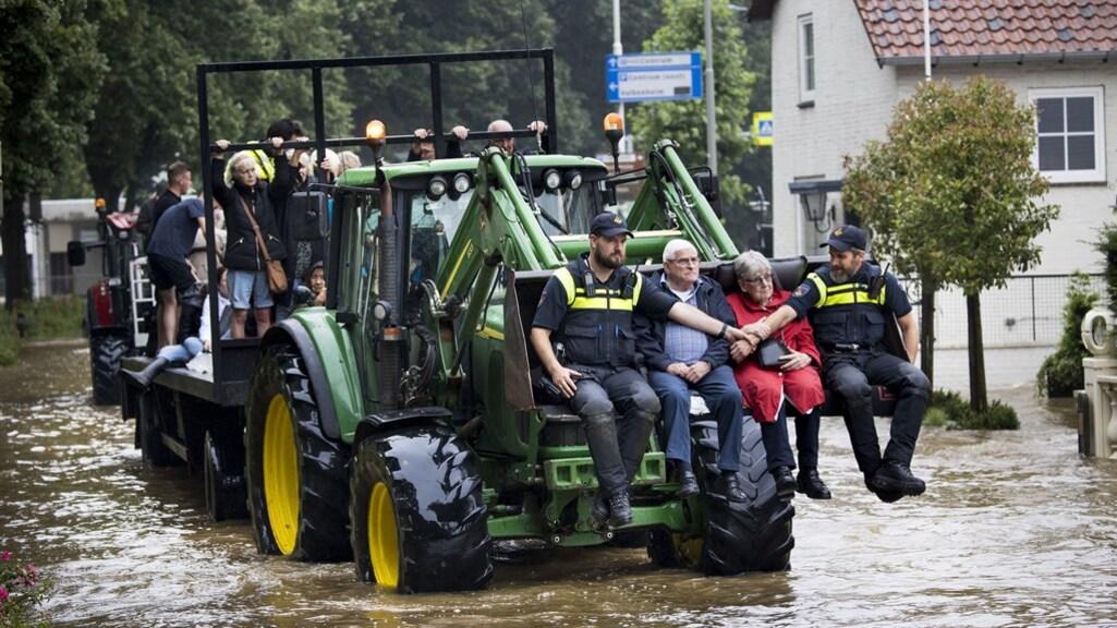 Mensen worden geëvacueerd in Valkenburg.