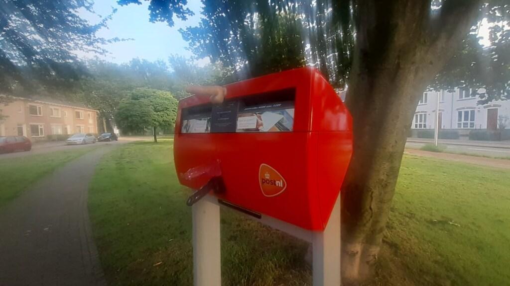 De drie dildo's op de Nijmeegse brievenbus.