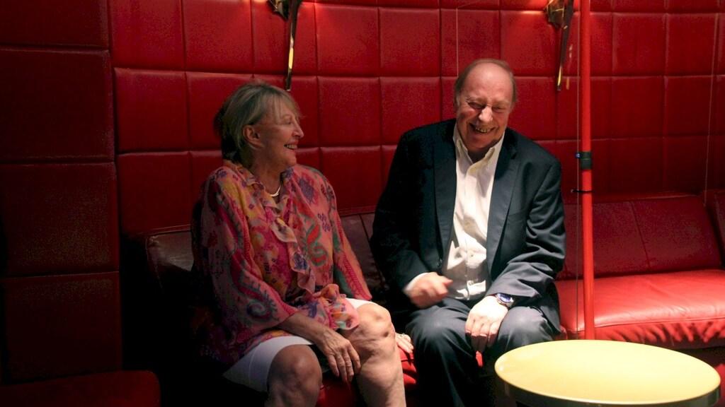 """Broer Jean-Pierre lachend: """"Christine is de oudste en bepaalt wat ze wil. Als ik het er niet mee eens ben, zeg ik: Jajajaja, en doe daarna wat ik zelf wil."""""""
