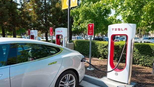 Tesla stelt laadnetwerk open voor auto's van andere merken