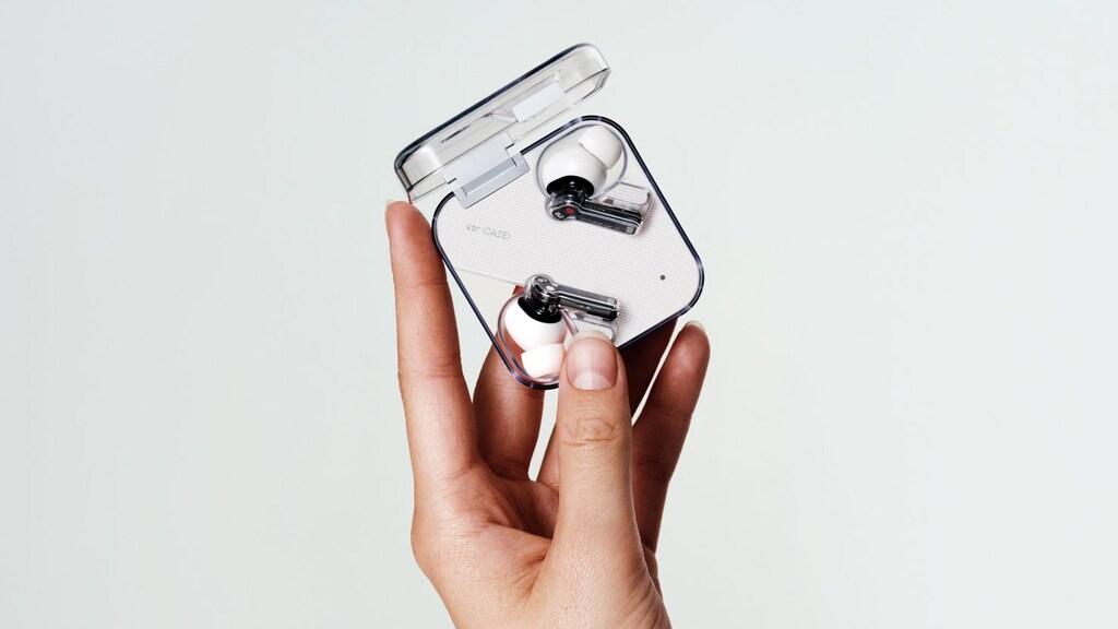 Het doosje van de oordoppen meet 58,6x58,6mm, en is 2,3mm dik.