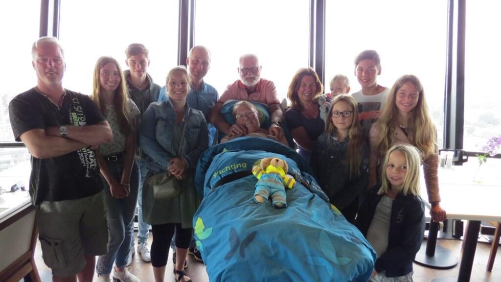 De familie en ouders van Daniëlle op de Euromast, de plaats van hun verloving