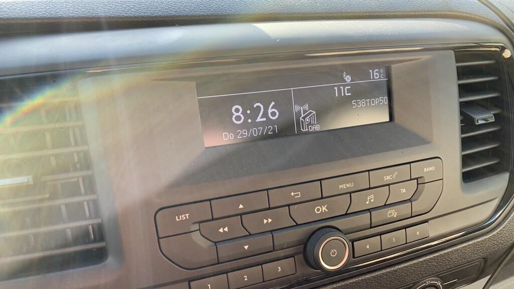 Een radio met LCD-schermpje. #Throwback