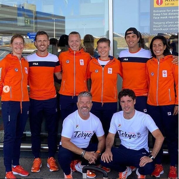 Het hele team  voorafgaand aan de reis naar Tokio.