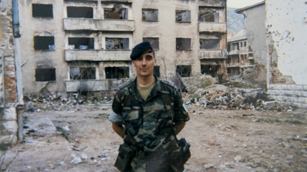 In 1998 in Bosnië. Edwin werkte van 1995 tot 2002 bij het Korps Mariniers, daarna koos hij voor een administratieve baan bij de marine.
