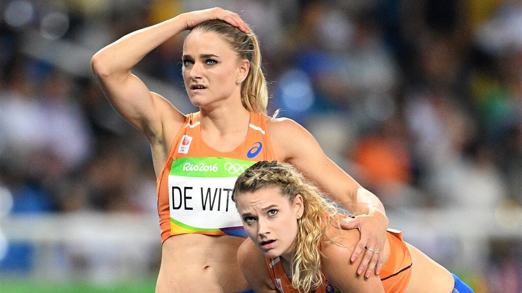 Lisanne en Laura na hun olympische wedstrijd in Rio.