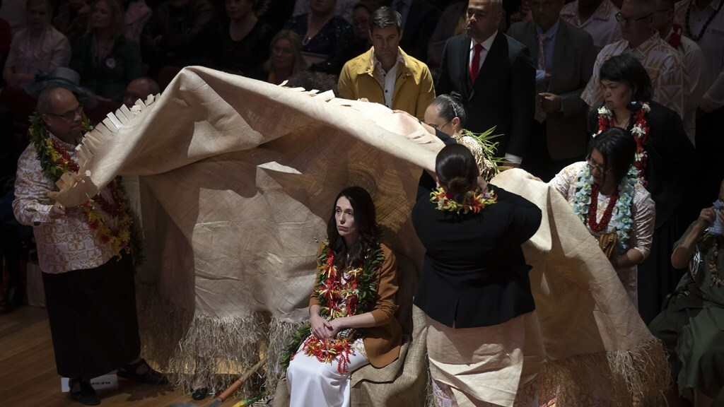 Premier Ardern bood in vier talen haar excuses aan.