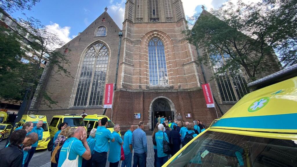 Bij de Laurenskerk verzamelden vrijwilligers zich weer.