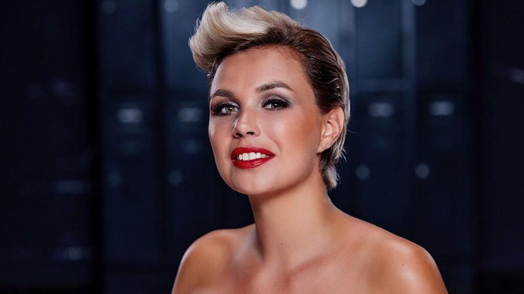 Maud, als finalist van Miss Nederland