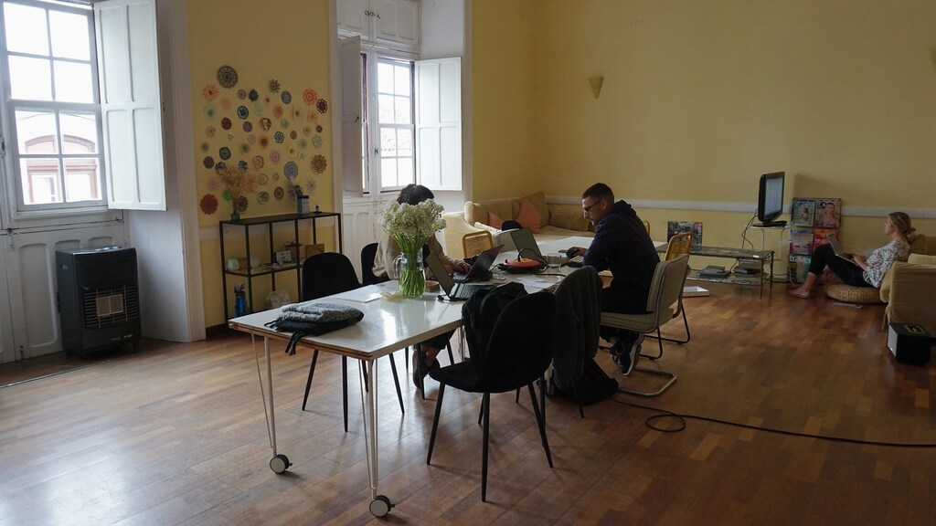 Een van de werkruimte van Nine Coliving.