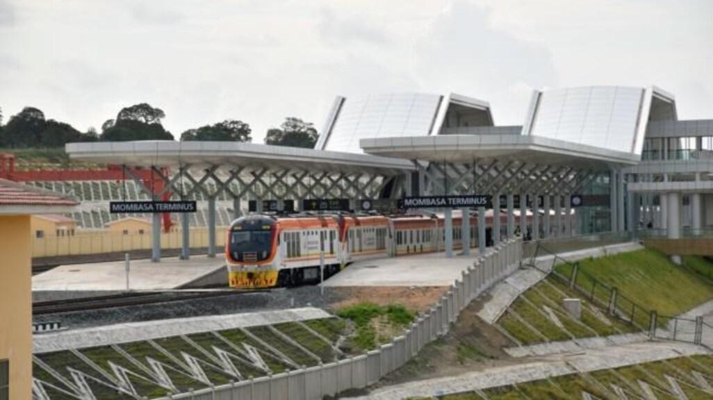 China betaalde een spoorweglijn tussen Nairobi en Mombasa in Kenia