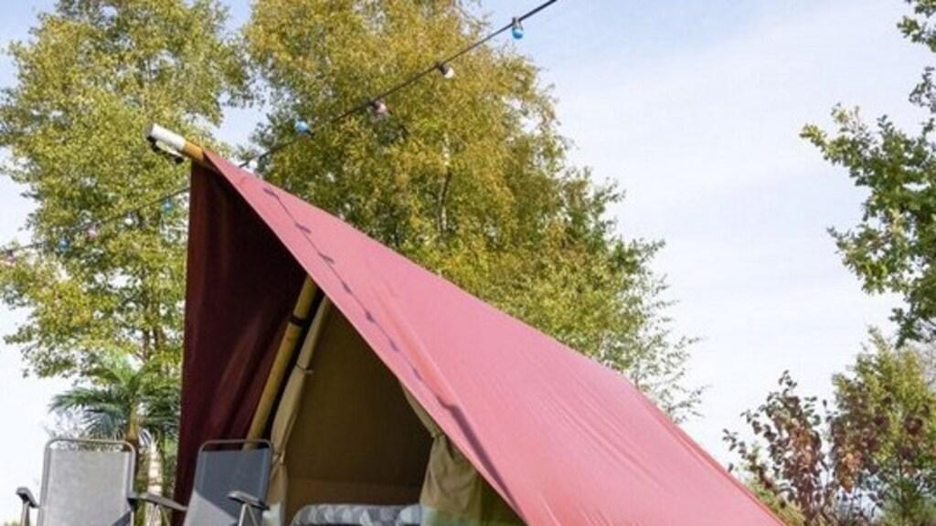 Een tent die gehuurd kan worden naast het parcours van de F1.