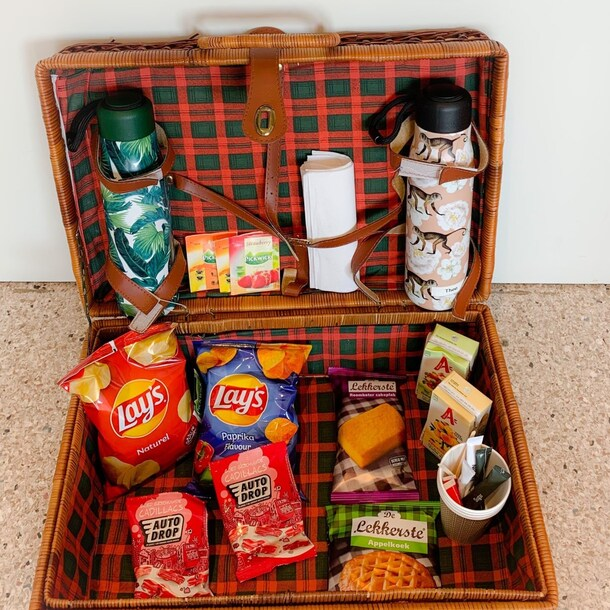 Het picknickmandje dat besteld kan worden bij het servicepunt