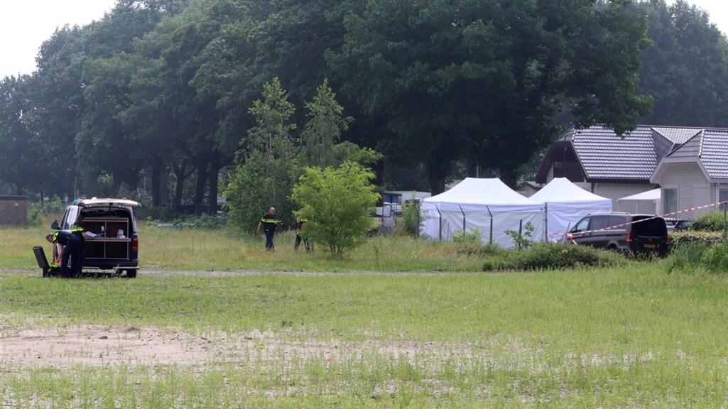Politieonderzoek na de moord op Peter Netten bij het woonwagenkamp in Oss.