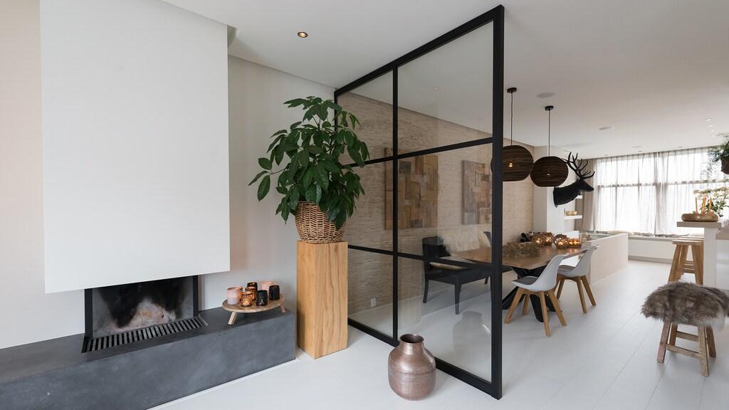 Het effect van een stalen wand of room divider