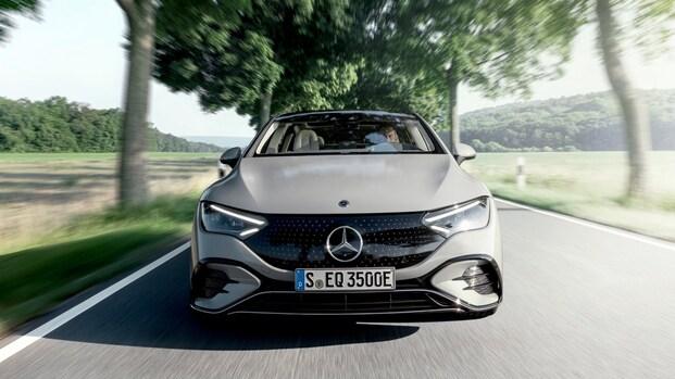 Mercedes onthult elektrische sedan EQE