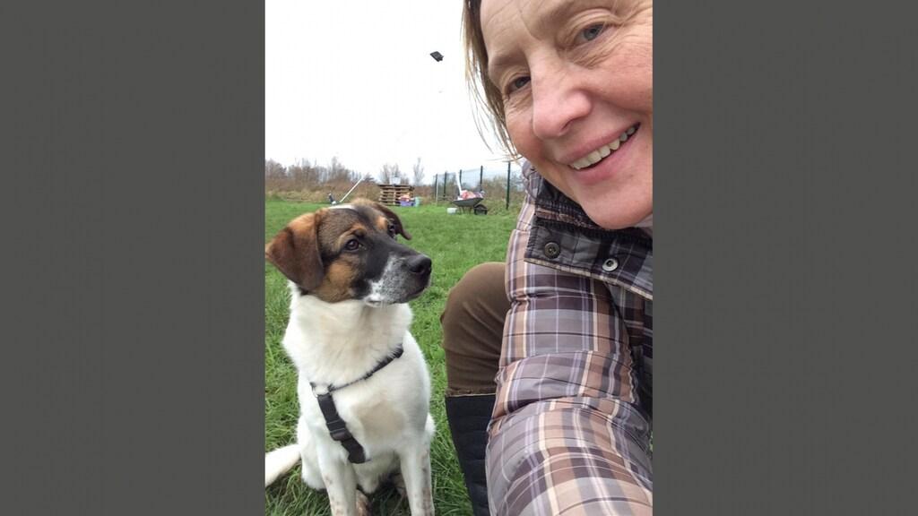 Gosia met haar hondje Remy.