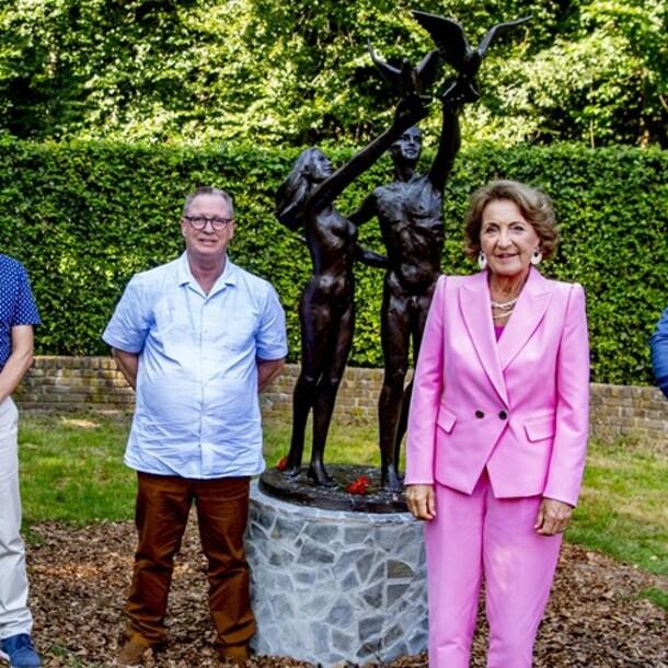 Prinses Margriet en Frans na de onthulling van het standbeeld.