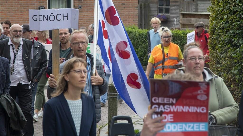 Demonstratie in het Friese dorp Ternaard tegen gaswinning onder de Waddenzee.
