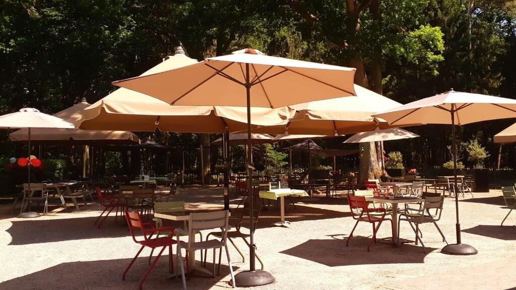 Het terras van restaurant BEUM.