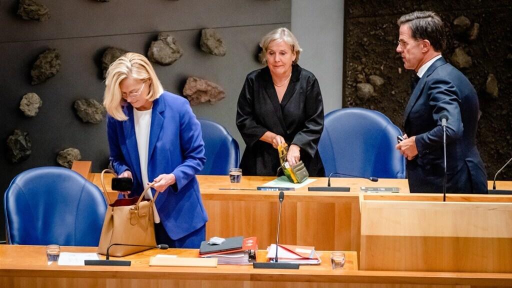 Sigrid Kaag, Ank Bijleveld en Mark Rutte na het debat in de Tweede Kamer.
