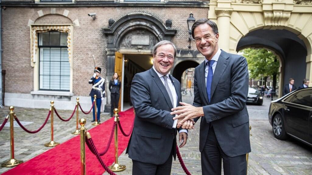 Rutte en Laschet tijdens een ontmoeting in Den Haag in 2019.