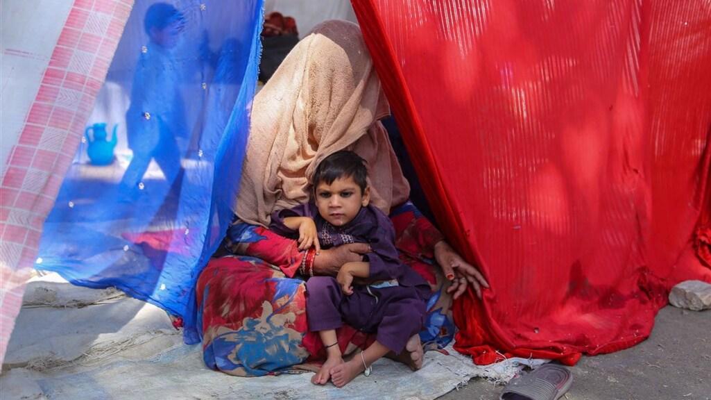 Ontheemde Afghaanse gezinnen slapen in tenten in een park in de hoofdstad Kabul, eerder deze maand.