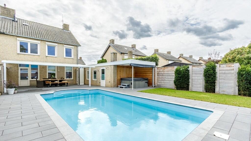 Het goedkoopste huis met zwembad van Nederland staat in Montfort.