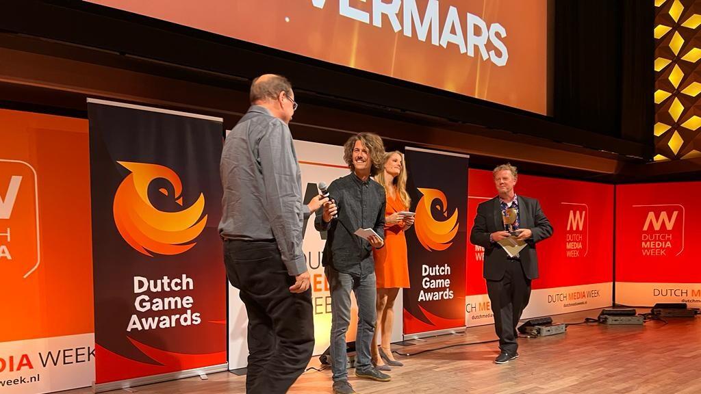 Mark Overmars neemt zijn award in ontvangst.