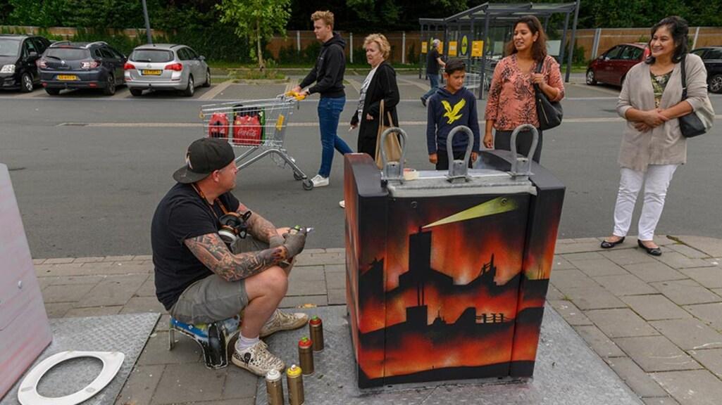 Een container leidt tot een gesprek met de bewoners