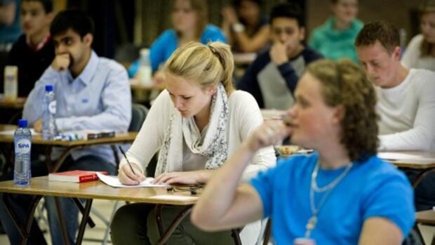 Eindexamenscores flink hoger na strenge regels, bekijk de score van jouw school