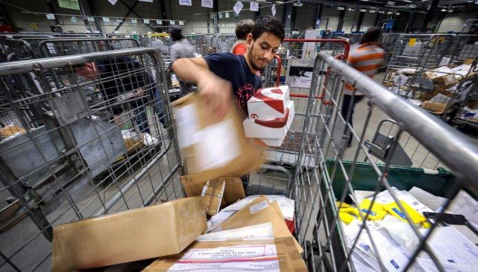 Uitpakken en passen: DHL plaatst paskamer tussen de
