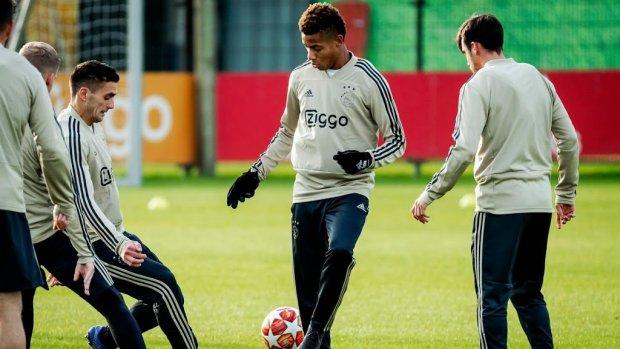 Ajax gunt Neres basisplaats en start met Tadic in de spits