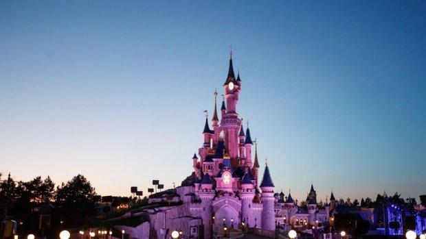 Corona woekert ongecontroleerd in Florida, Disney World toch open