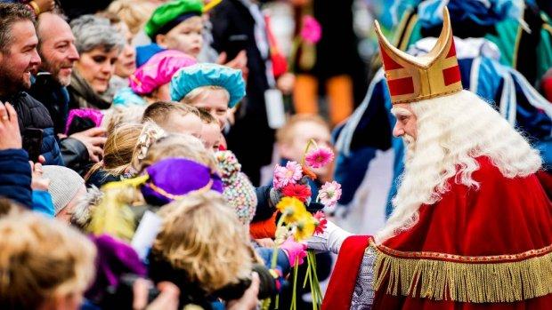 Rechter buigt zich over intocht Sinterklaas