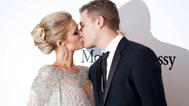 Bruiloft Paris Hilton laat nog even op zich wachten