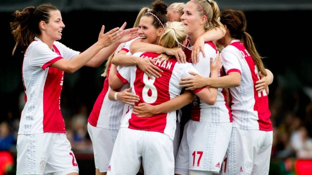 Voetbalsters Ajax geloven in stunt