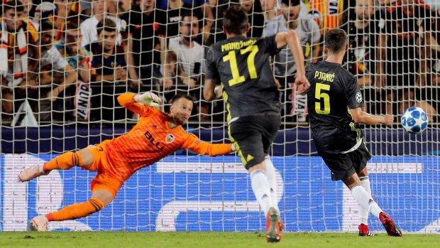 Juventus na rood voor Ronaldo langs Valencia