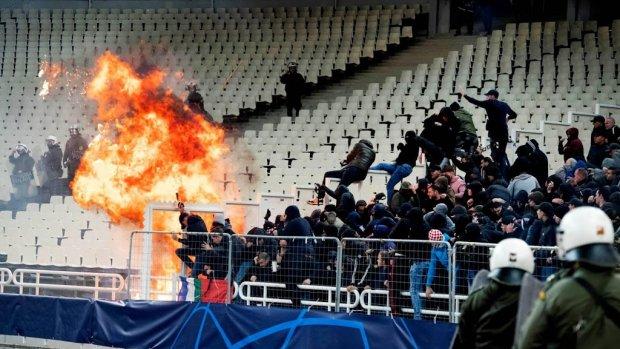 Ajax gaat vrijuit na rellen in Athene