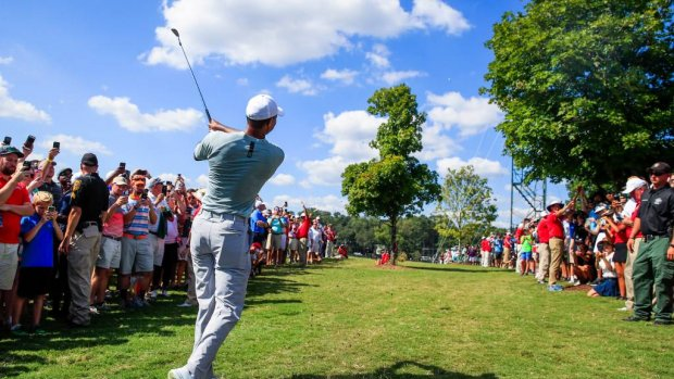 Woods en Rose leiden in Tour Championship