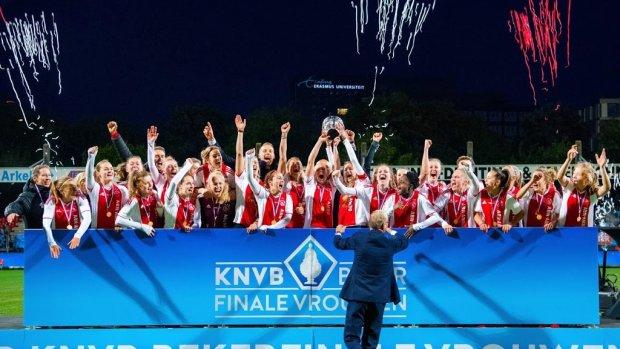 Ajax eerste Nederlandse club met cao vrouwenvoetbal
