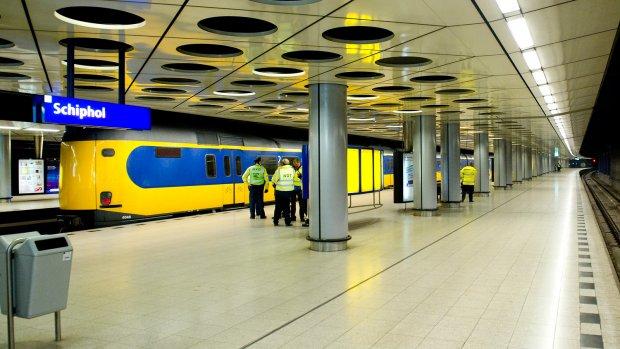 Ov-staking rond Schiphol verboden door rechter