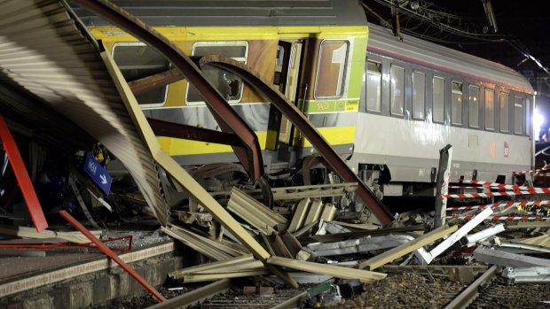 SNCF: Stuk metaal van rails losgeraakt