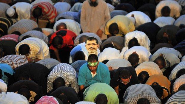 Morsi moet twee weken in cel blijven