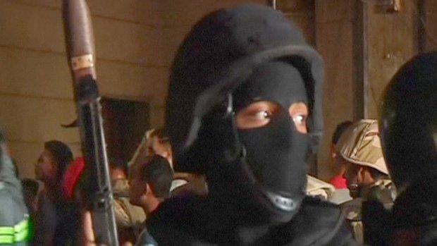 Speciale eenheden vallen moskee binnen