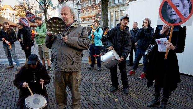 Drie arrestaties bij protest tegen Wilders en Le Pen