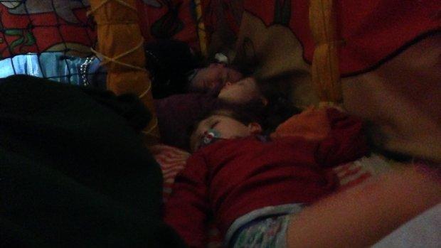 'Een hectisch nachtje, we sliepen in de ballenbak'