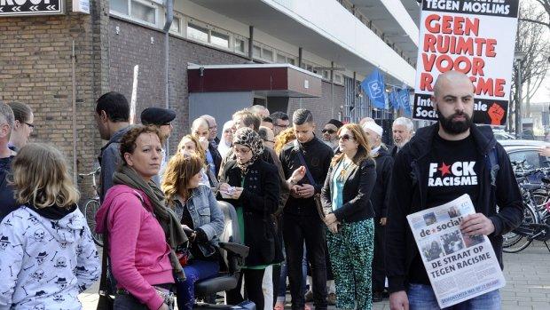 In de rij om aangifte te doen tegen Wilders